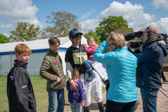 William Fox-Pitt chatting to Clare Balding with his children