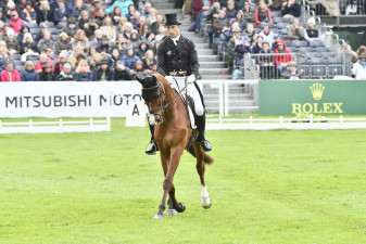 Tim Price and Ringwood Sky Boy skip across the arena on their way to posting a score of 30.1