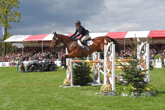 Imogen Murray (GBR) riding Ivar Gooden