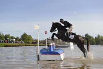 2015 Mark Todd (NZL) riding Oloa at the upturned boat in the Lake