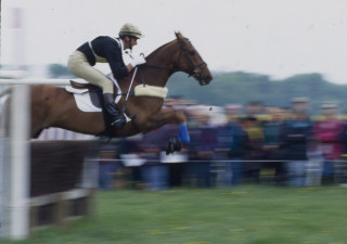 1994 winner  Mark Todd riding Horton Point on the Steeplechase section