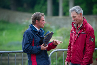Andreas Ostholt (GER) talks to Christopher Bartle