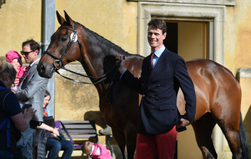 William Fox-Pitt waiting to present Fernhill Pimms, who was soaking up the atmosphere