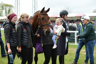 Joseph Murphy's daughter congratulating Sportsfield Othello after his test - Adorable!
