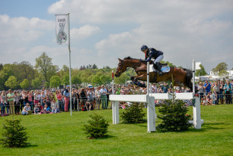 Fernhill Now Or Never flying the Formulate White Oxers with Kate Honey