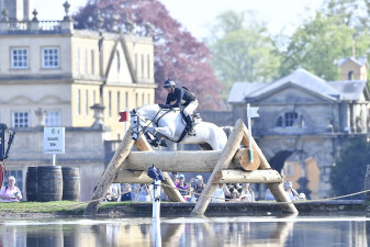 Kiltubrid Rhapsody, ridden by Sir Mark Todd flying into the Wadsworth Water